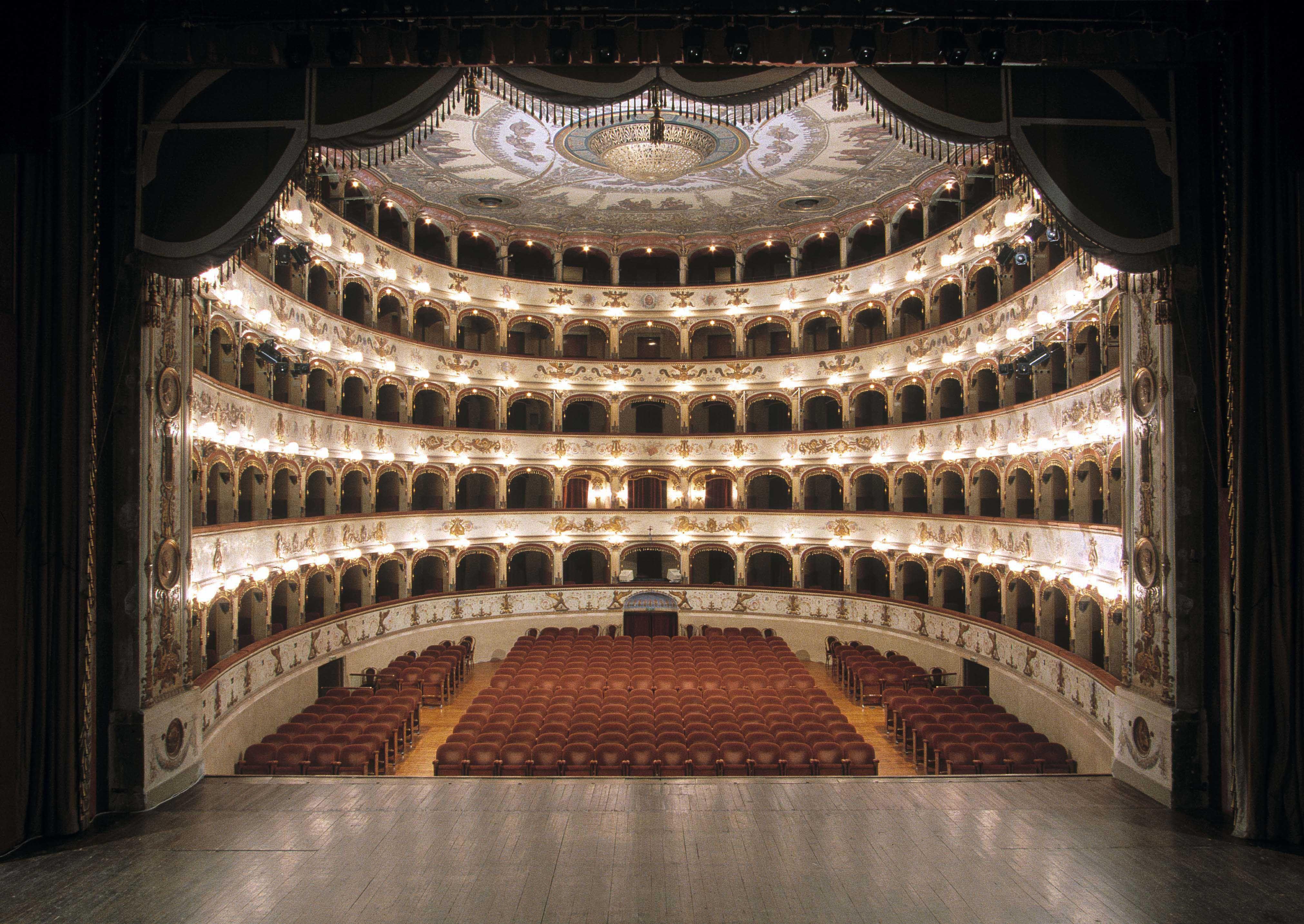 teatro-Fe-interno-©-Marco-Caselli-Nirmal